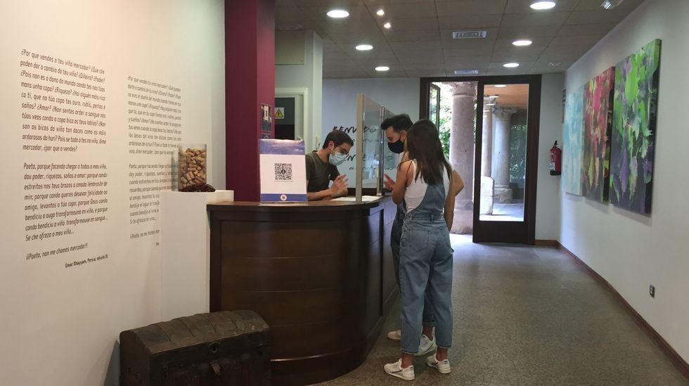 Oficina de turismo, uno de los servicios del Centro do Viño da Ribeira Sacra