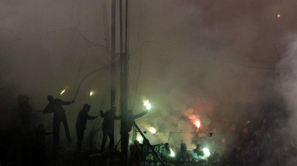 Los cánticos del Villamarín que escandalizaron a todo el país.Pancarta en Riazor durante el Deportivo-Celta