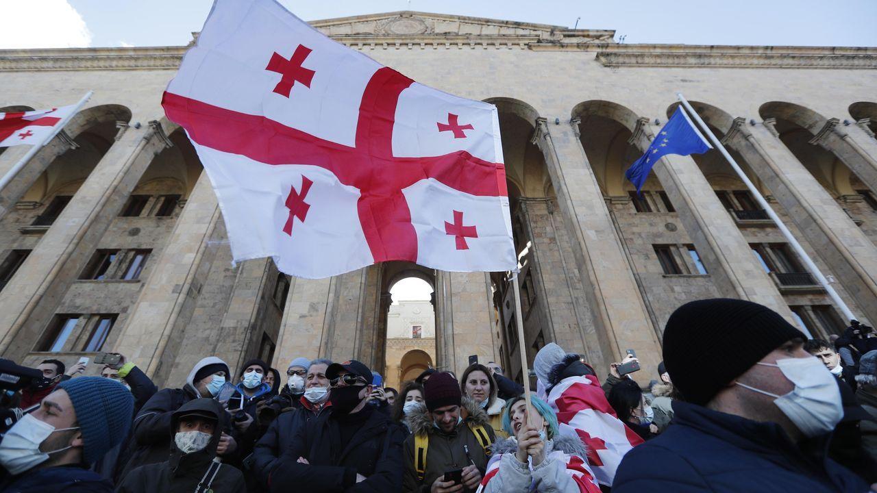 Centenares de manifestantes se congregaron ante la sede del Parlamento de Georgia para protestar contra la detención del lider opositor