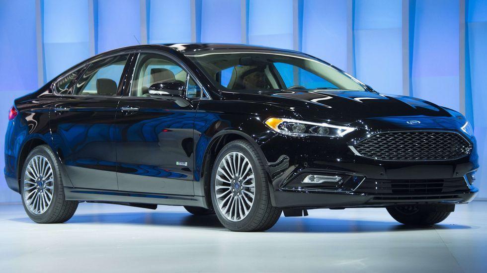 Ford Fusion. Una de las berlinas americanas que fueron novedad en Detroit es este Ford Fusion, en realidad una adaptación del Mondeo europeo para el mercado americano.