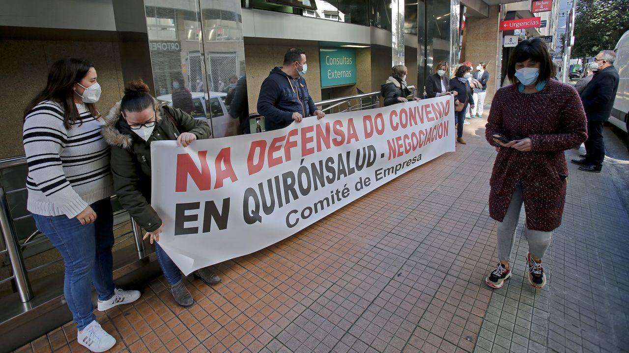El comité de empresa de Quironsalud en Pontevedra se concentró esta mañana en el hospital privado