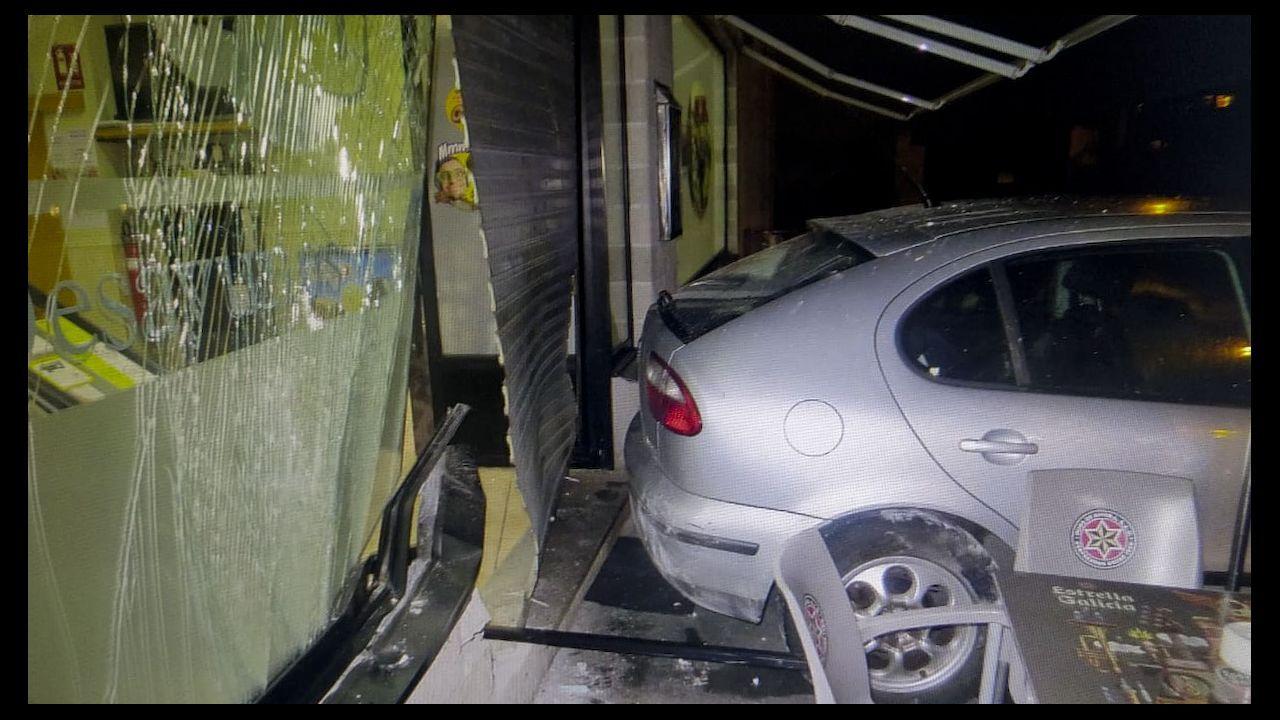 Uno de los locales asaltados mediante el método del alunizaje con un coche previamente robado.