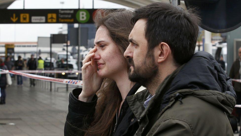 Familiares de los pasajeros en el aeropuerto de El Prat