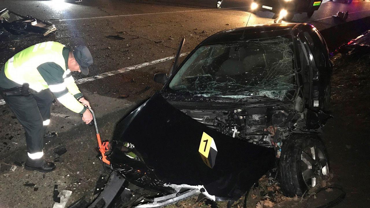Choque entre dos coches ocurrido en Ponteareas el domingo, en una zona cercana a los domicilios de los conductores