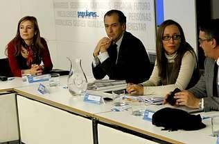 <span lang= es-es >Aviso a las comunidades del PP</span>. En la reunión del ministro y los consejeros coincidieron ayer la conselleira de Facenda, Elena Muñoz (con gafas), y su antecesora, Marta Fernández Currás, ahora en el equipo de Montoro.