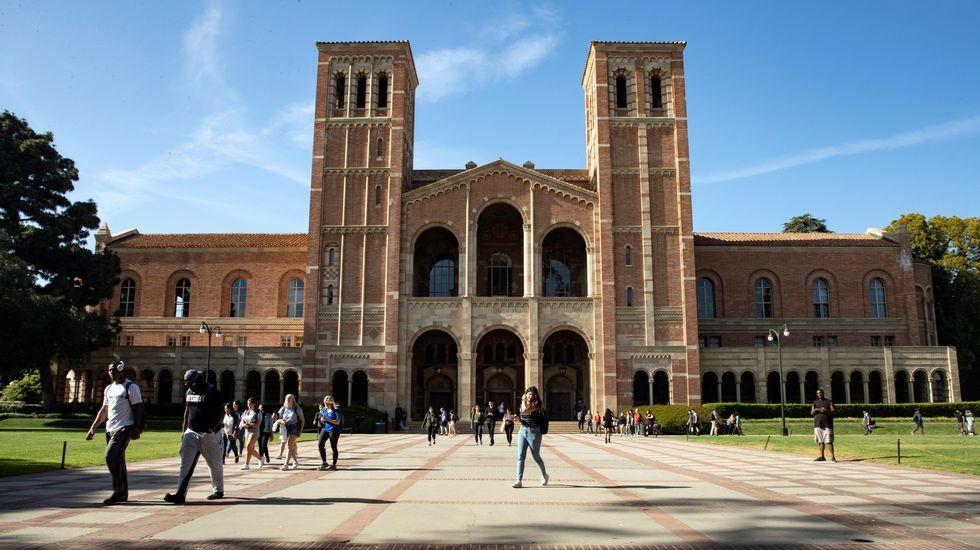 Una oportunidad de oro.La única universidad pública de las principales de Estados Unidos es UCLA, la Universidad de California Los Angeles, que tiene diferentes sedes por todo el estado