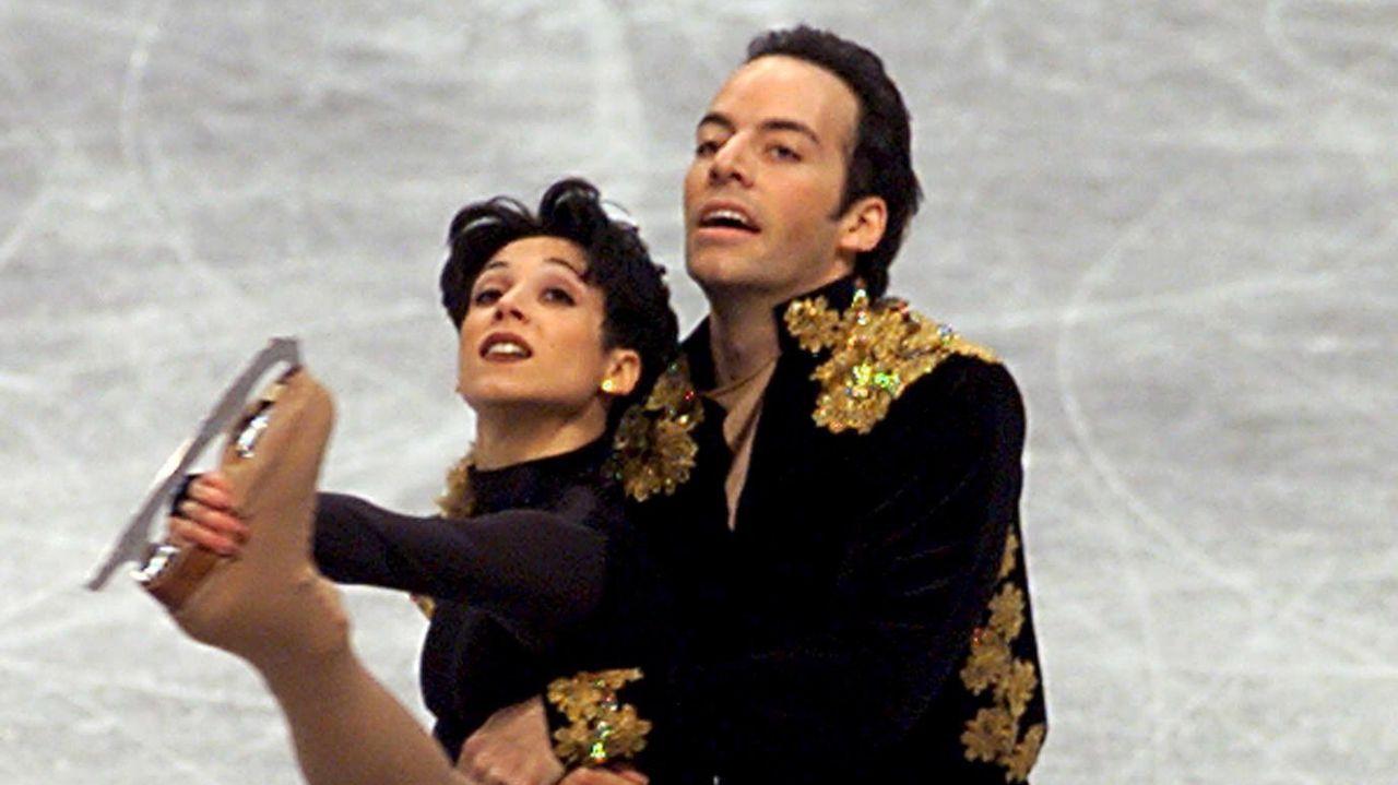 Sarah Abitbol, junto a Stephane Bernadis, en el Campeonato del Mundo de Helsinki en 1999