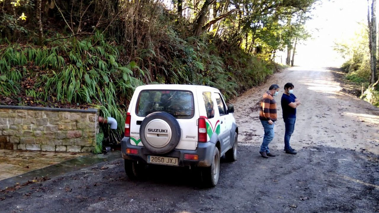 Más de veinte camiones de basura retirados en el vertedero clausurado de Rales