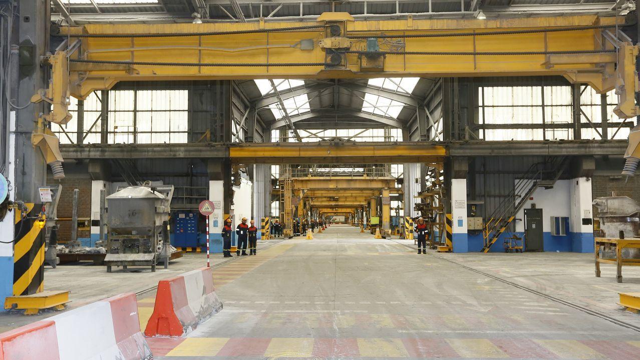 Más de un millar de operarios trabajan en las fábricas de aluminio (en la foto) y de alúmina de Alcoa en San Cibrao