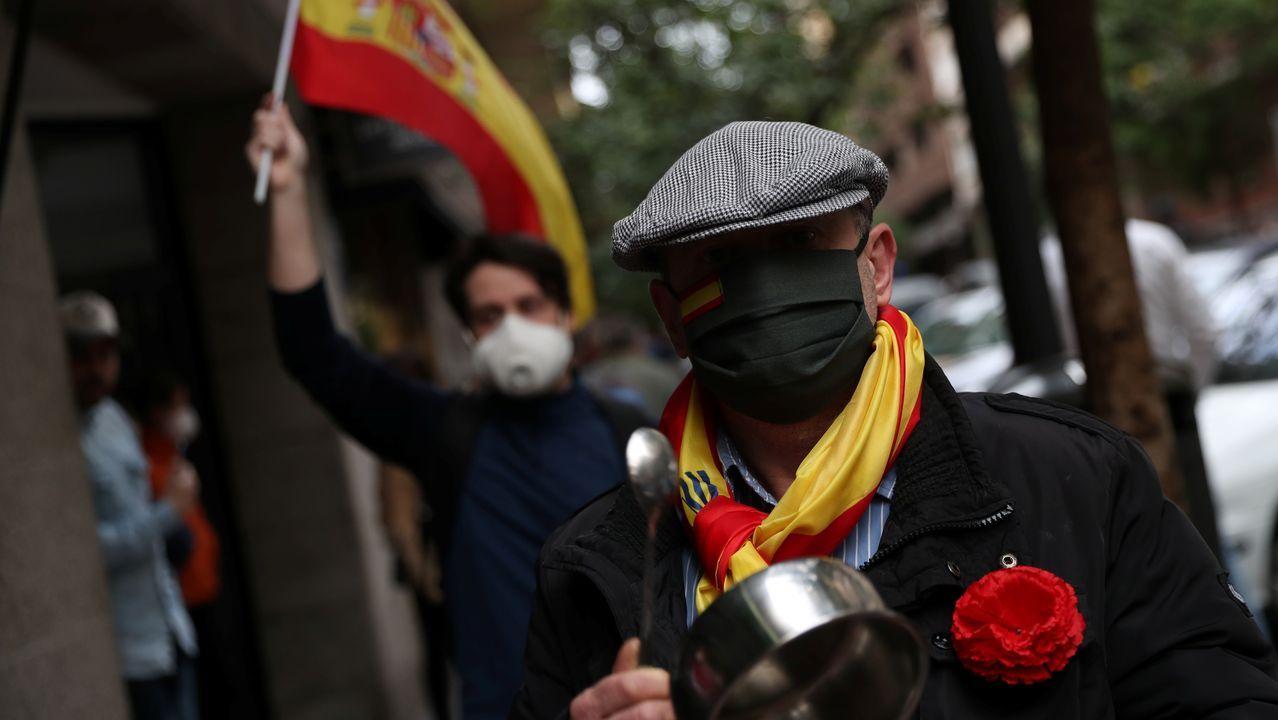 Decenas de personas han participado, por sexto día consecutivo, en las protestas contra el Gobierno en la calle Núñez de Balboa