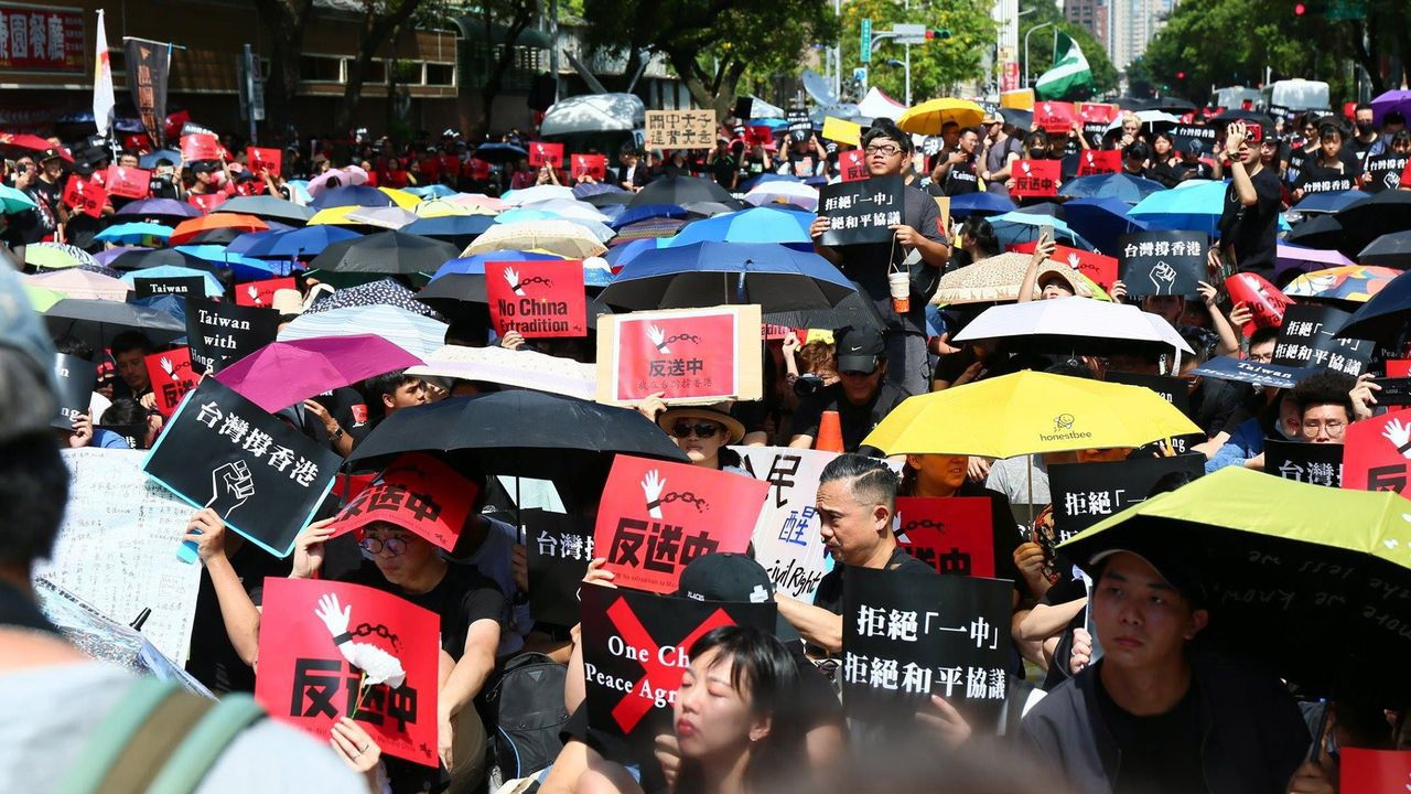 Protesta del pueblo de Hong Kong contra el Proyecto de Ley de Extradición en Taipéi