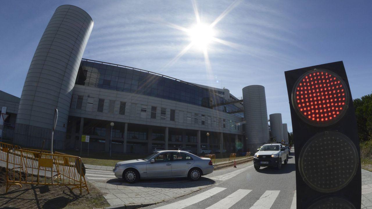 En el Hospital Montecelo, en Pontevedra, hay este domingo seis pacientes covid ingresados, cuatro en planta y dos graves en la uci