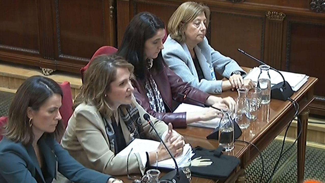 Carmen Tejera, la segunda por la izquierda