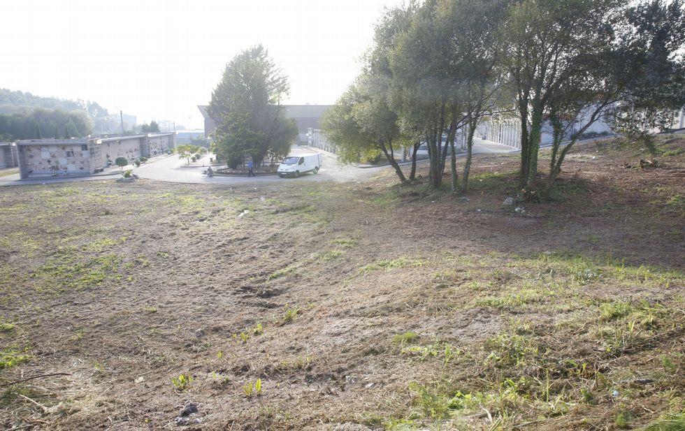 Los ourensanos visitaron los camposantos.Cementerio de San Mauro