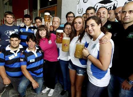 Os Ingleses abrieron su fiesta anual en Vilagarcía cerveza en mano.