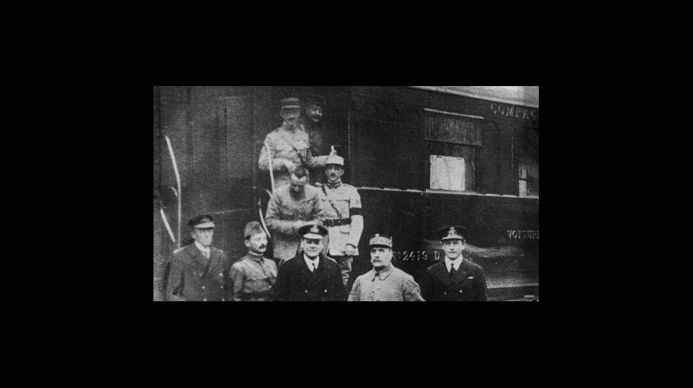 Avilés disfruta del Descenso de Galiana.Firma do armisticio que o 11 de novembro de 1918 puxo fin á Primeira Guerra Mundial, nun vagón de tren aparcado no bosque de Compiègne