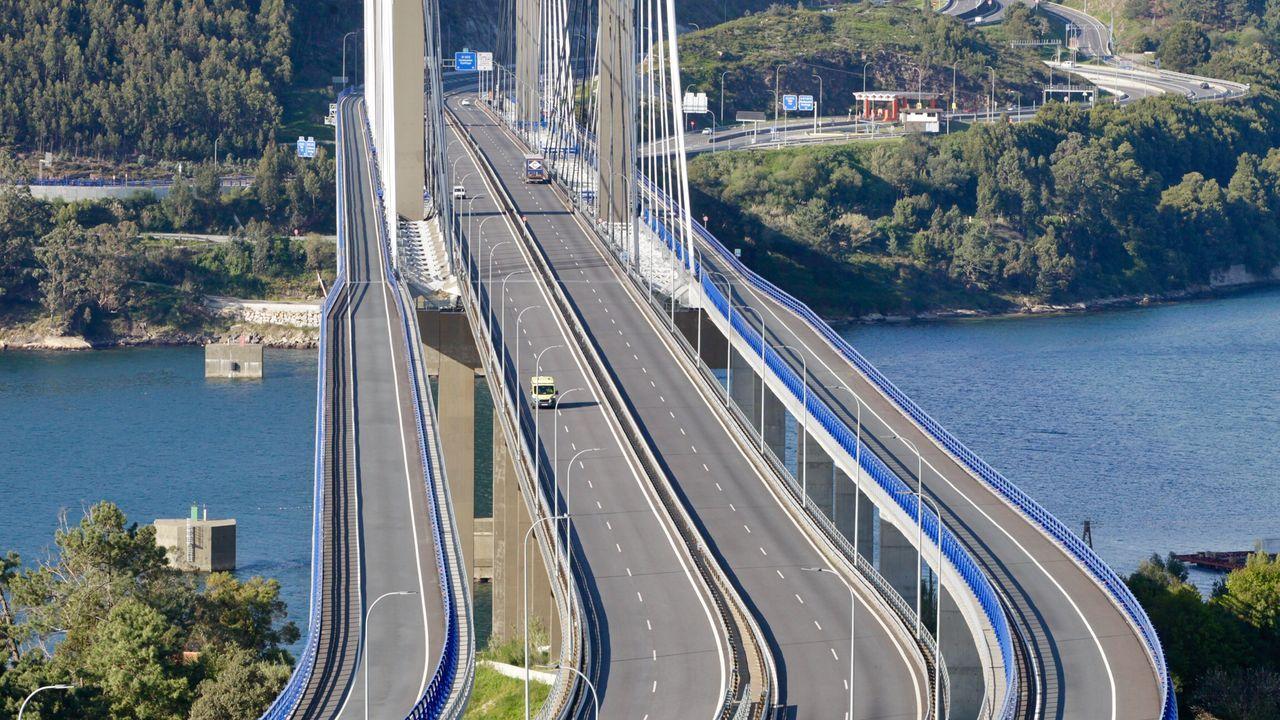 Aspecto que presentaba este martes por la tarde el puente de Rande, el tramo con mayor densidad de tráfico de la AP-9