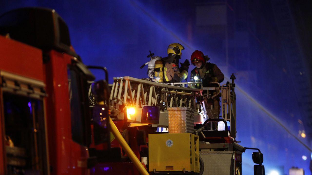 Incendio en una nave industrial en Badalona