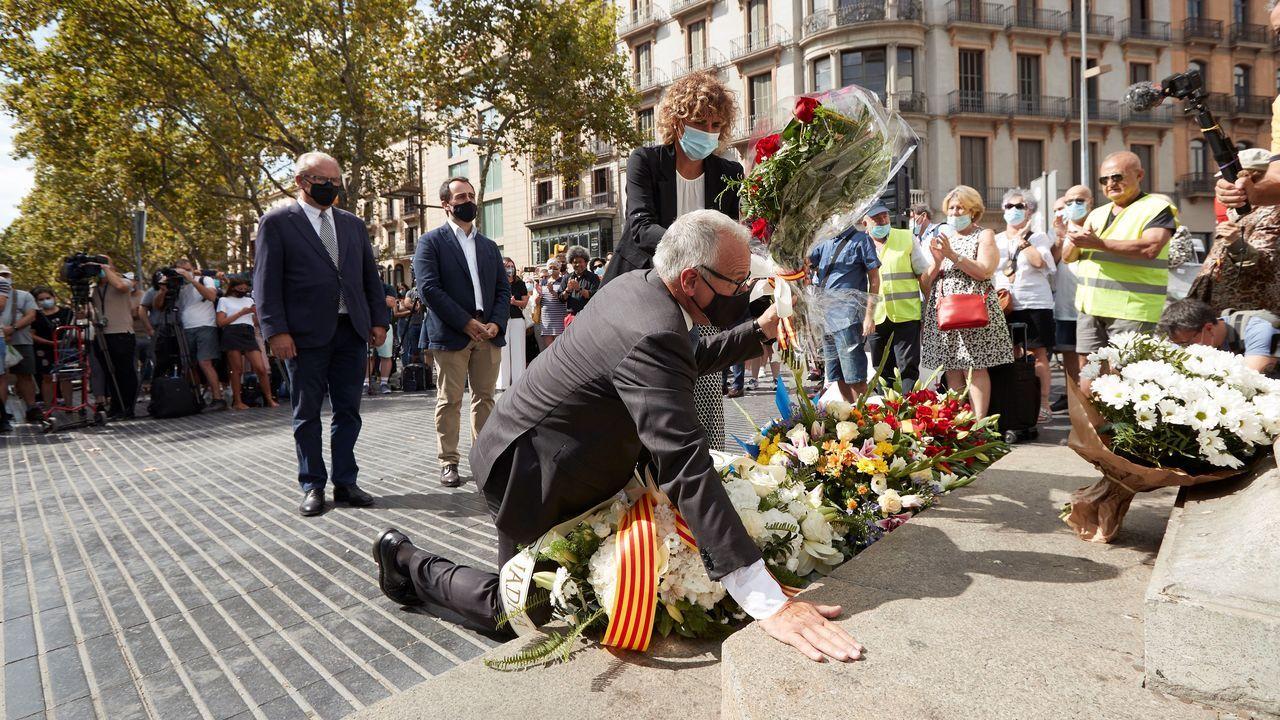 Varios bañistas detienen a narcotraficantes en una playa de Granada.Acto de homenaje celebrado en las Ramblas de Barcelona en memoria de las víctimas del atentado terrorista del 17 de agosto del 2021