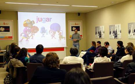 El creador de «Pocoyó» ofreció una charla-coloquio a los docentes que quedaron finalistas.