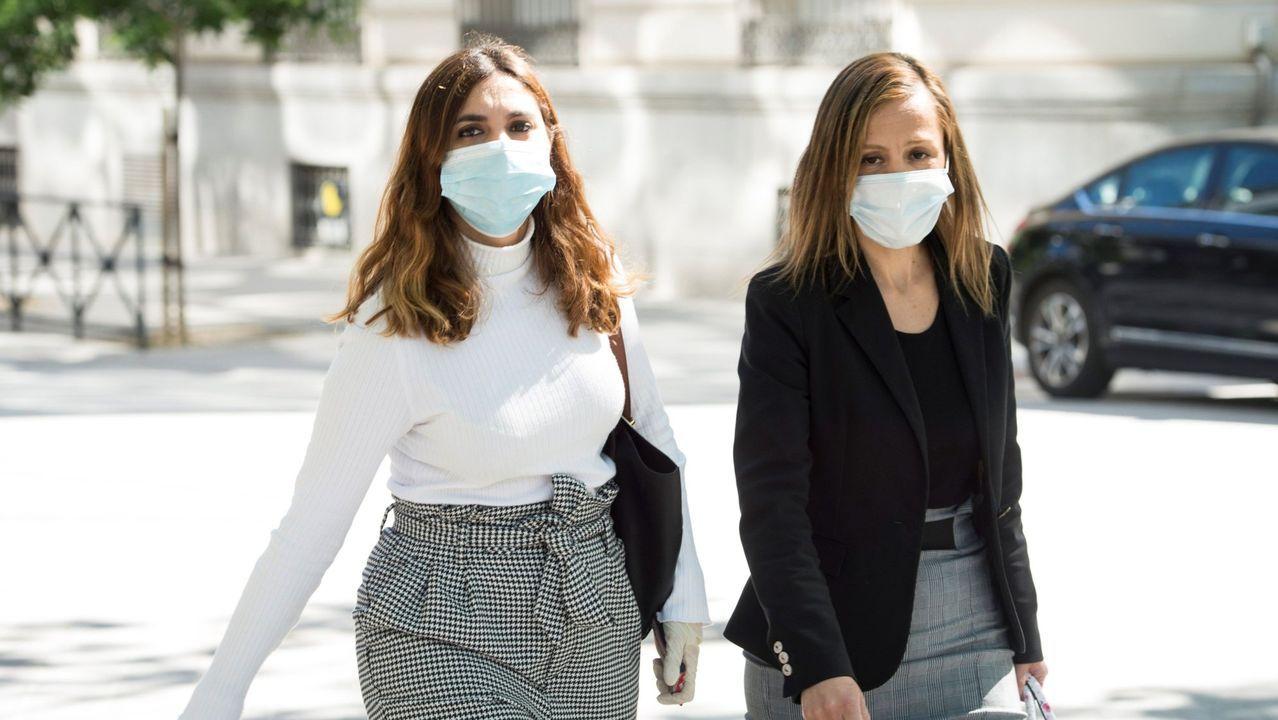 La exasesora de Podemos Dina Bousselham (izquierda), a su llegada a la Audiencia Nacional en una imagen de archivo