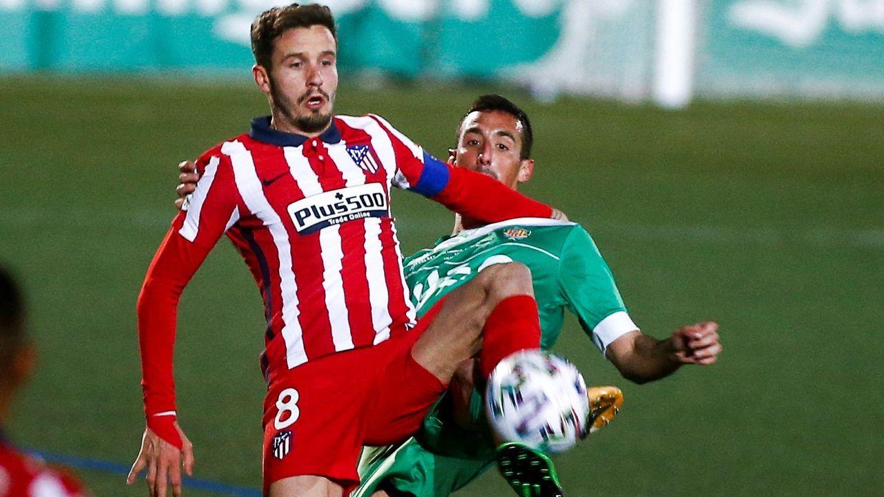 Borja, Tejera y Sangalli celebran el primer gol del Oviedo en Zaragoza