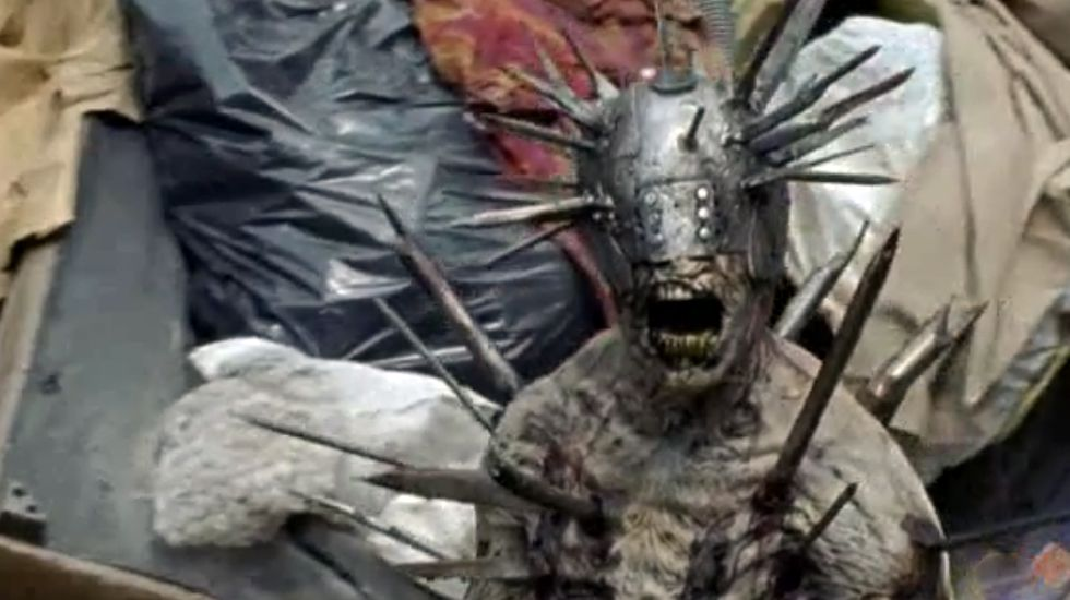 «The Walking Dead» 7x10: Nuevos mejores amigos.Las prendas maxi con tonos otoñales dominan los campos zombis