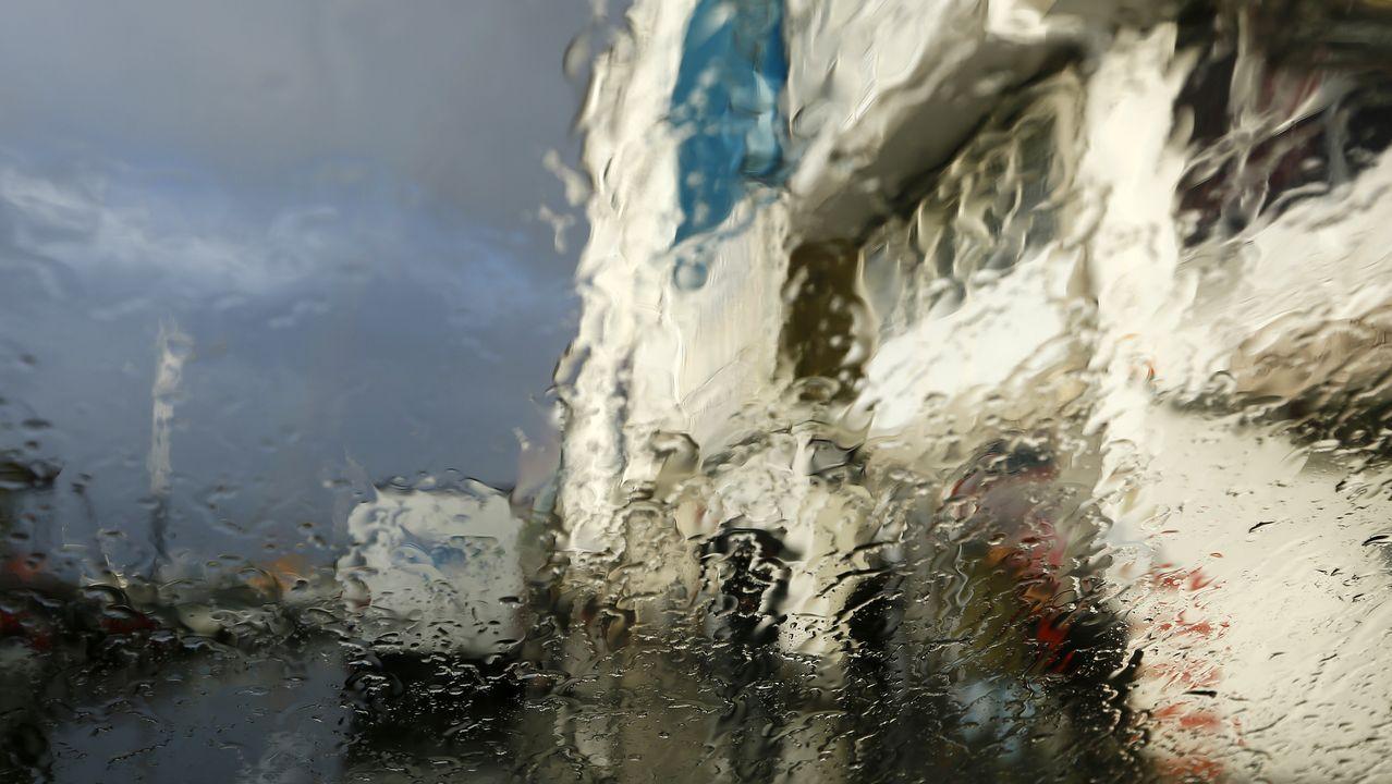 Localizan el coche de Alejandro Meitín bajo el agua en Viveiro.