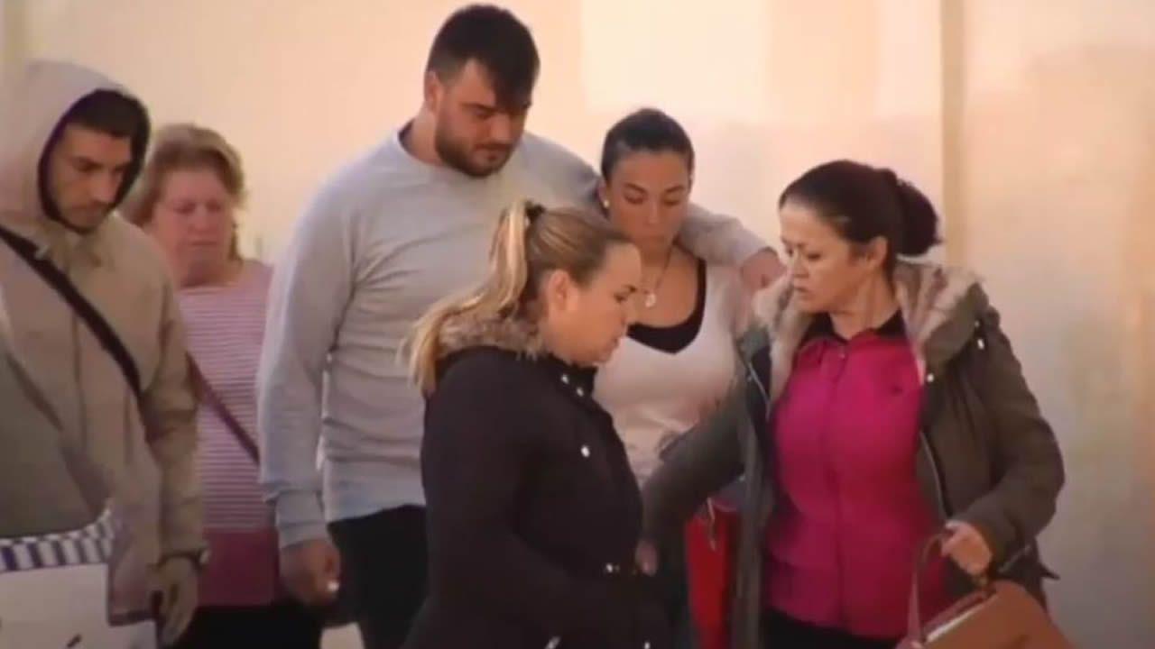 Los padres de Julen llegan al tanatorio acompañados de Juan José Cortés