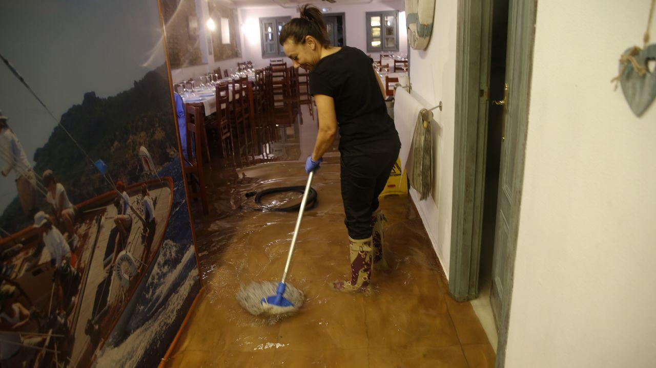 Los operarios de limpieza estuvieron trabajando durante toda la jornada