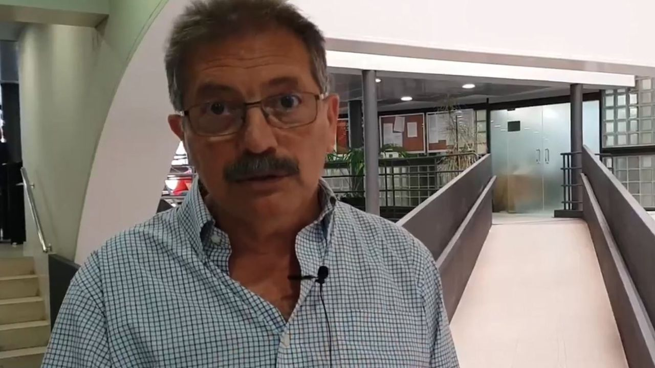 Carril de tren de Arcelor, en Veriña.Nico Cué es el candidato del Partido de la Izquierda Europea (PIE)