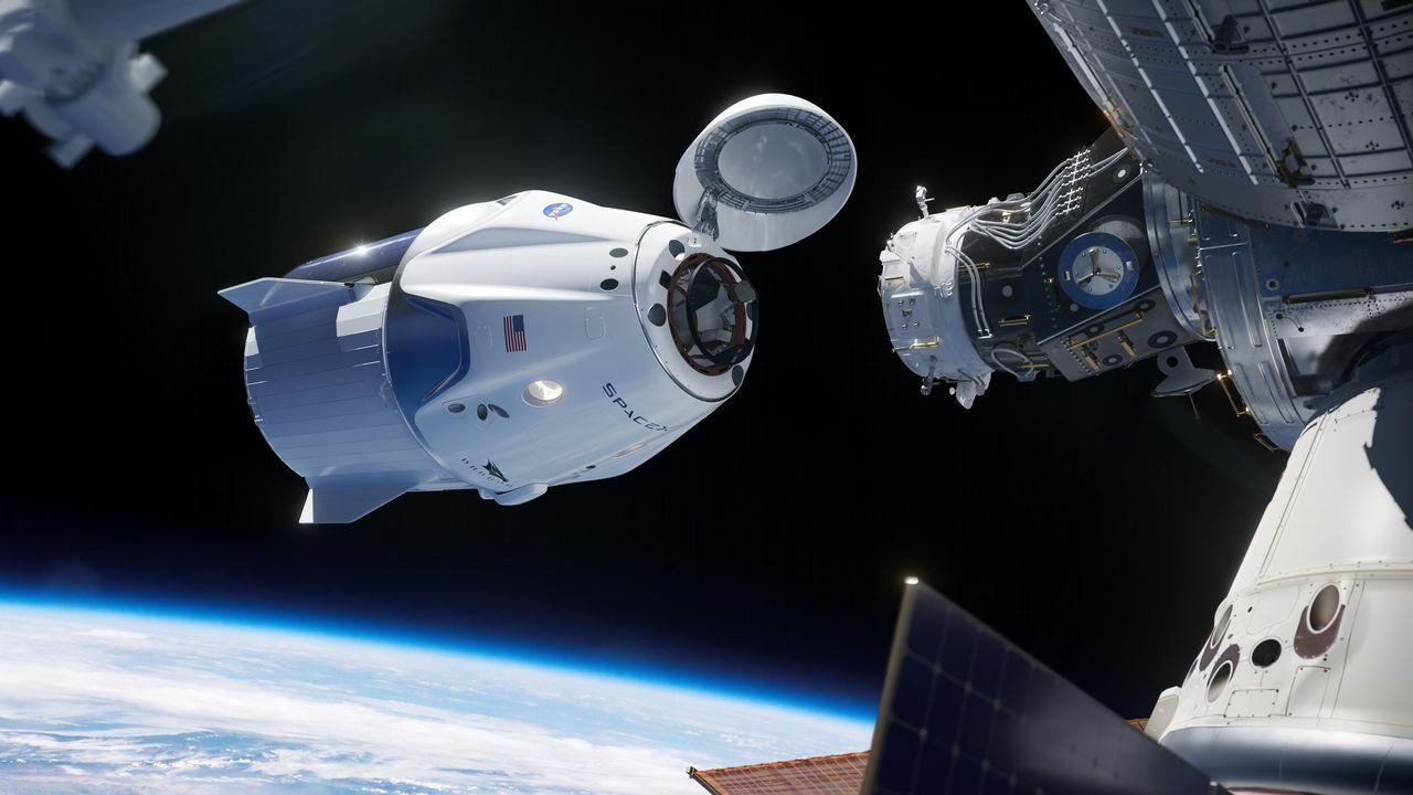 Alumnos del instituto Maruxa Mallo, de Ordes, y de otros centros gallegos hacen una prueba con un globo pequeño para el nuevo proyecto de la agencia espacial escolar, NOSA.La Crew Dragon a punto de acoplarse a la ISS