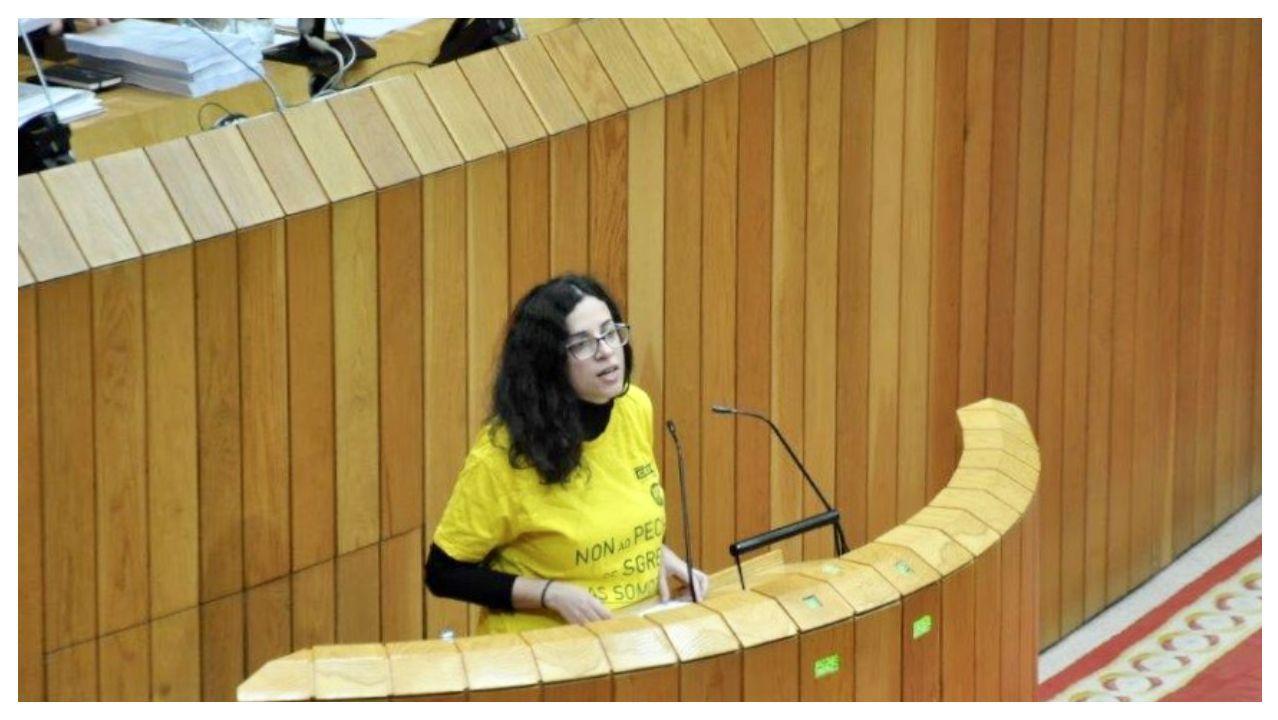 La diputada, con la camiseta de la controversia