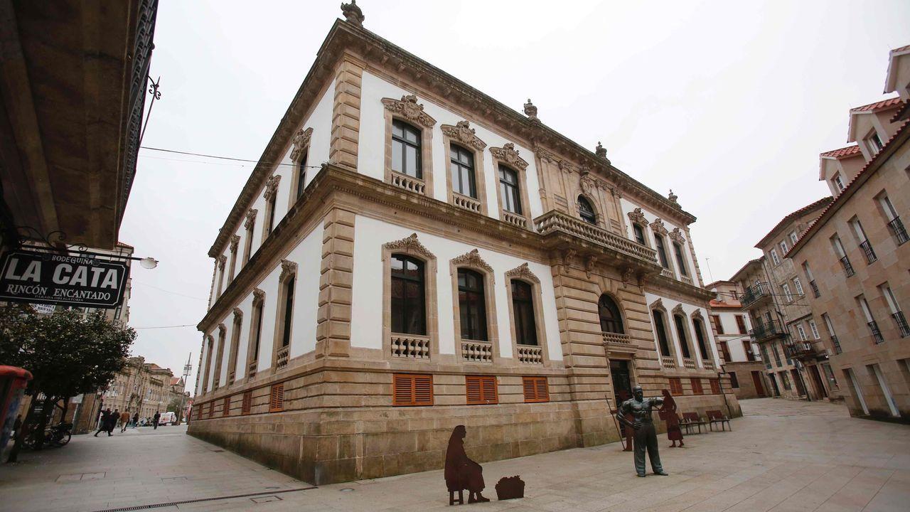 Acceso a la casa consistorial de Pontevedra por la Rúa Alhóndiga