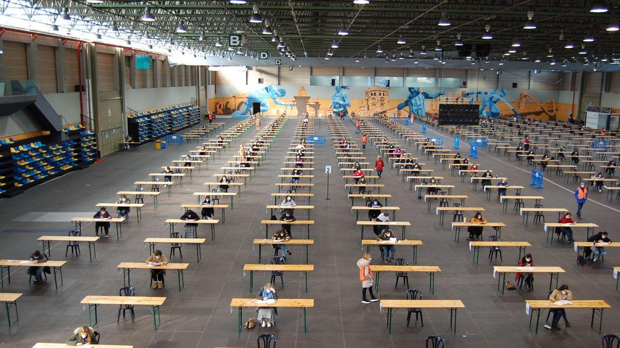 Candidatos realizando el examen en la Fundación de Feiras e Exposicións de Ourense