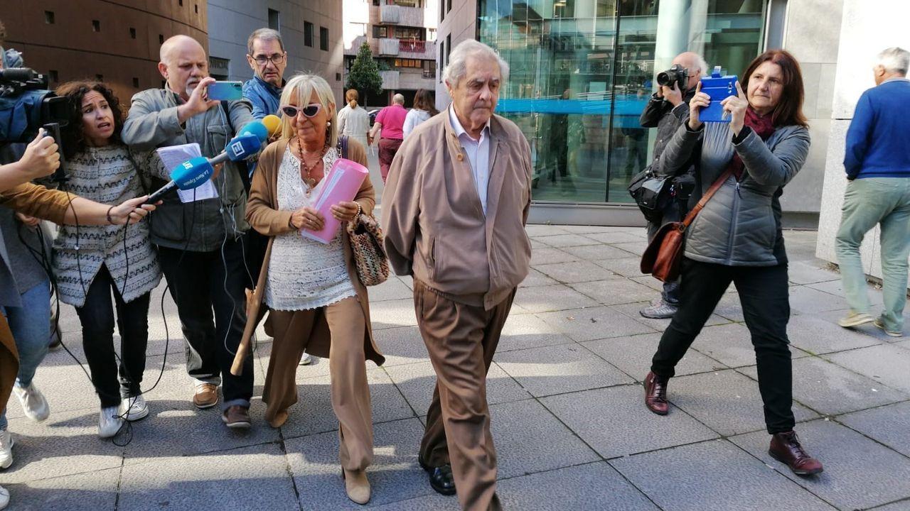 El exconsejero, José Luis Iglesias Riopedre. El ex consejero, José Luis Iglesias Riopedre, acompañado de su abogada Anabel Prieto y rodedado de medios de comunicación a su salida de la Audiencia.