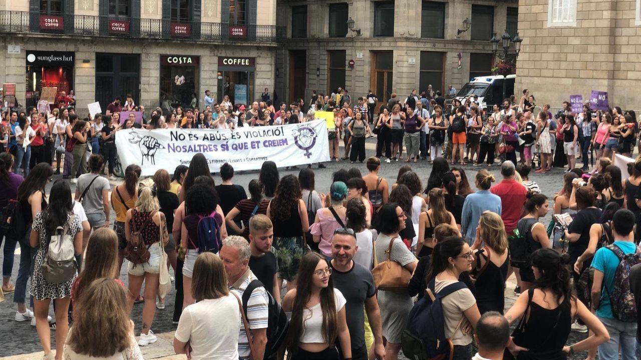 La Manada, otra vez en el banquillo.Manifestación en Barcelona, el pasado 8 de julio, contra la llamada Manada de Manresa, acusada de violar a una menor