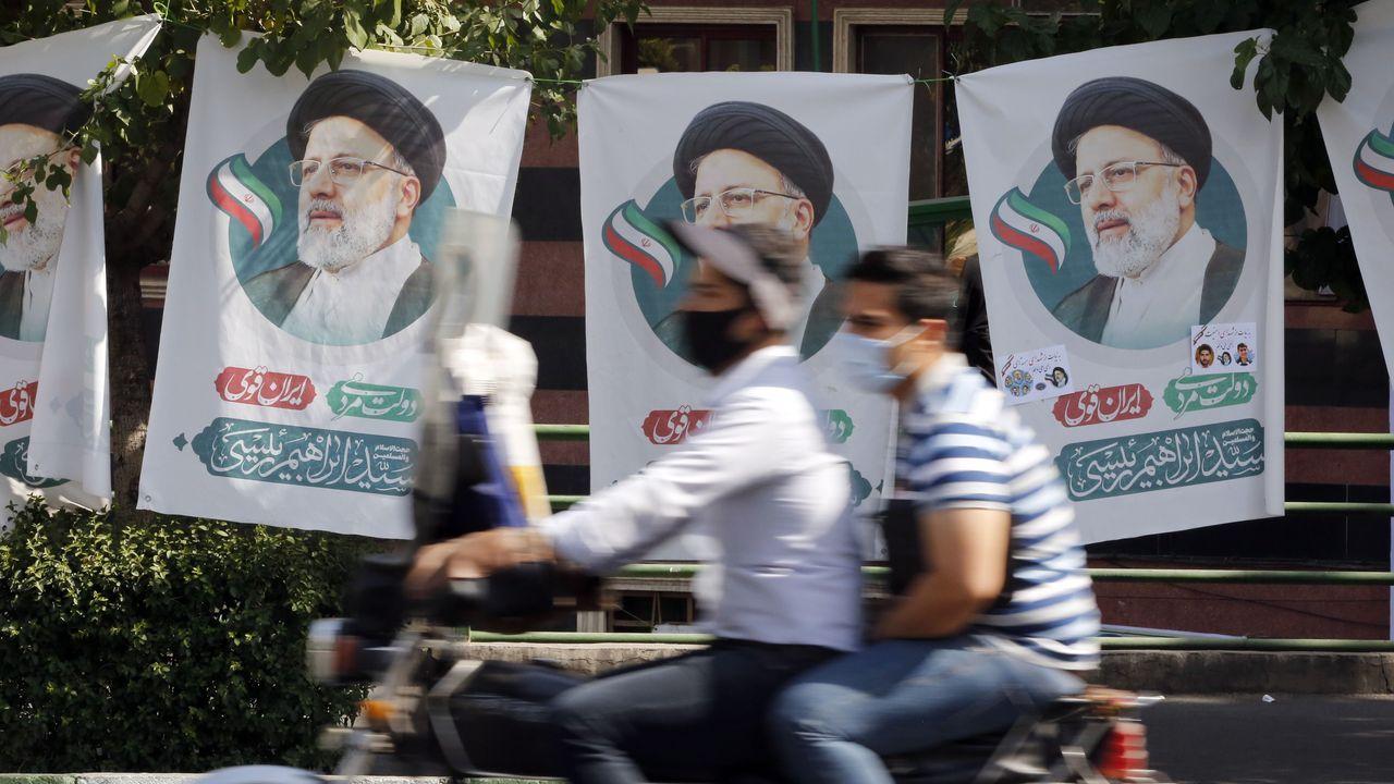 Carteles electorales de Ebrahim Raisi,  clérigo ultraconservador favorito a ser el nuevo presidente de Irán.