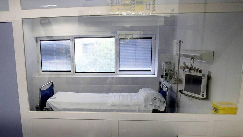 «El enemigo es el ébola, no una persona».Sanitarios trabajando en la habitación de Teresa Romero