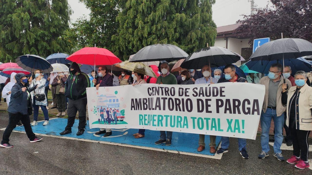 Playas en la provinciade Lugo.La protesta tuvo lugar ante el centro médico de Guitiriz