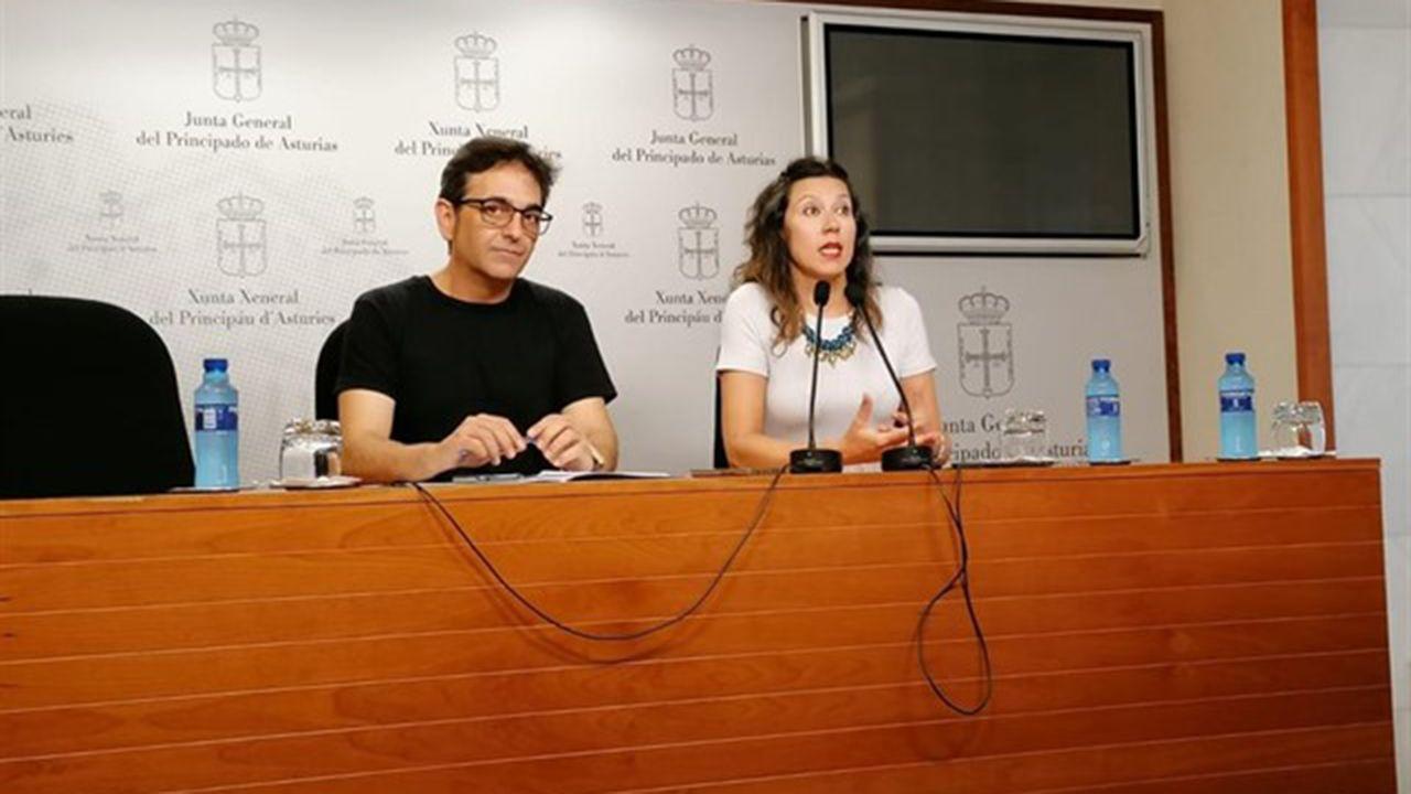 chiringuito San Mateo fiestas.Orlando Fernández y Nuria Rodríguez de Podemos en rueda de prensa
