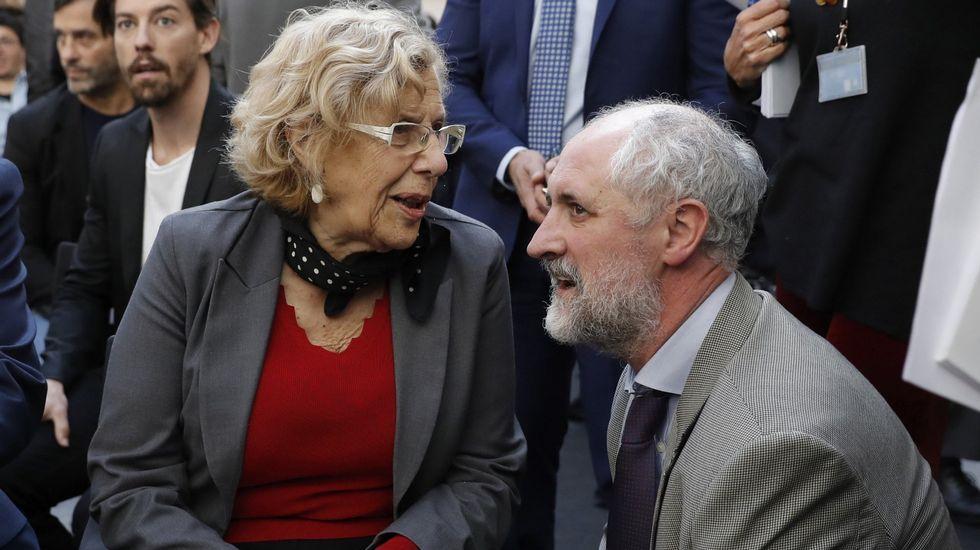 La trayectoria política de Esperanza Aguirre, en fotos.Carmena conversa con el coordinador general de la Alcaldía de Madrid, Luis Cueto