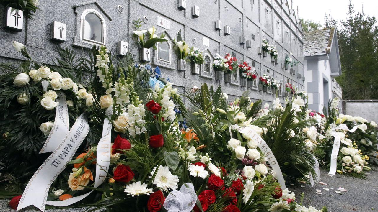 Flores en el cementerio donde fue enterrada Desirée
