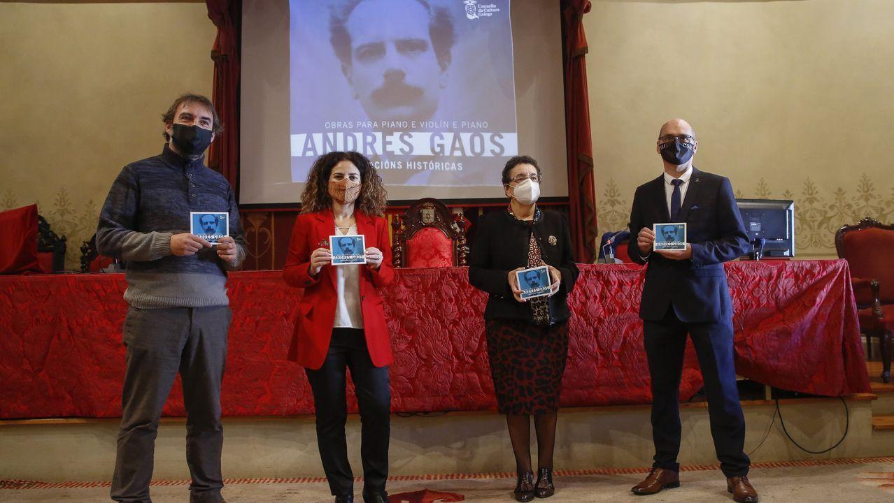 El mundo del fútbol llora la muerte de Maradona.Presentación del disco de Gaos en el Paraninfo de la Universidade de Santiago