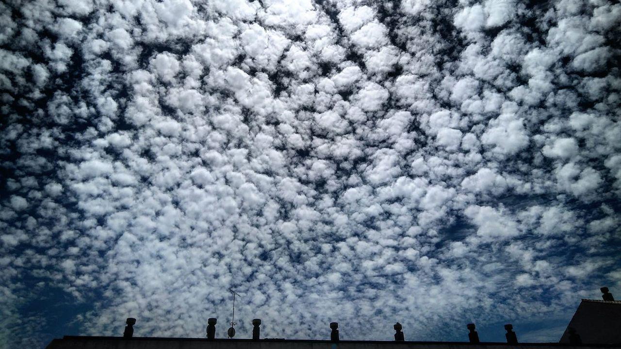 Típico «cielo empedrado» de Cirrocumulus stratiformis translucidus. Oviedo