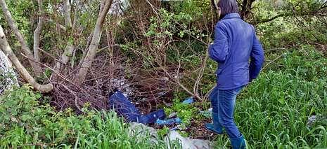 La basura se va concentrando en algunas zonas a pesar de los carteles al respecto.