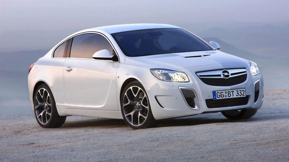 Opel Insignia: Riesgo de lesiones diversas.Afecta a los coches vendidos entre el 2009 y 2015. Detectado riesgo de desprendimiento repentino del portón trasero.