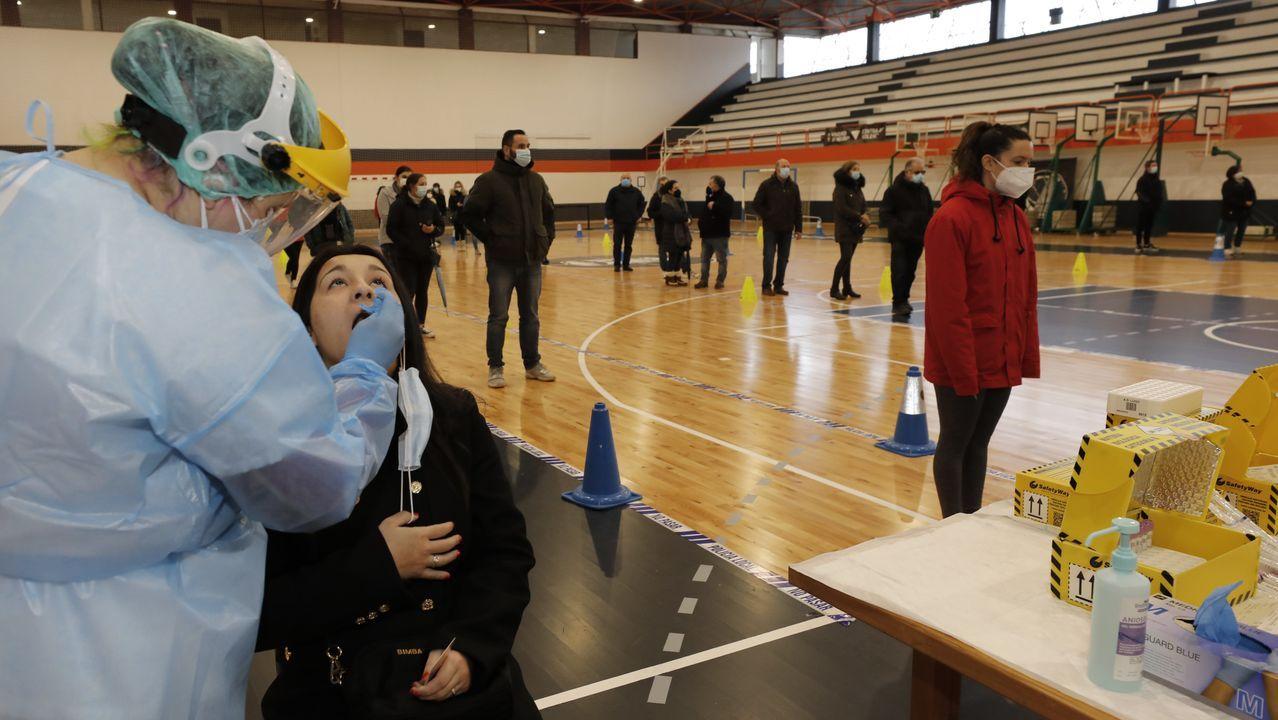 Más de 1.400 pruebas PCR ralizadas en Viveiro.Un coche patrulla de la Policía Nacional en el centro de Lugo
