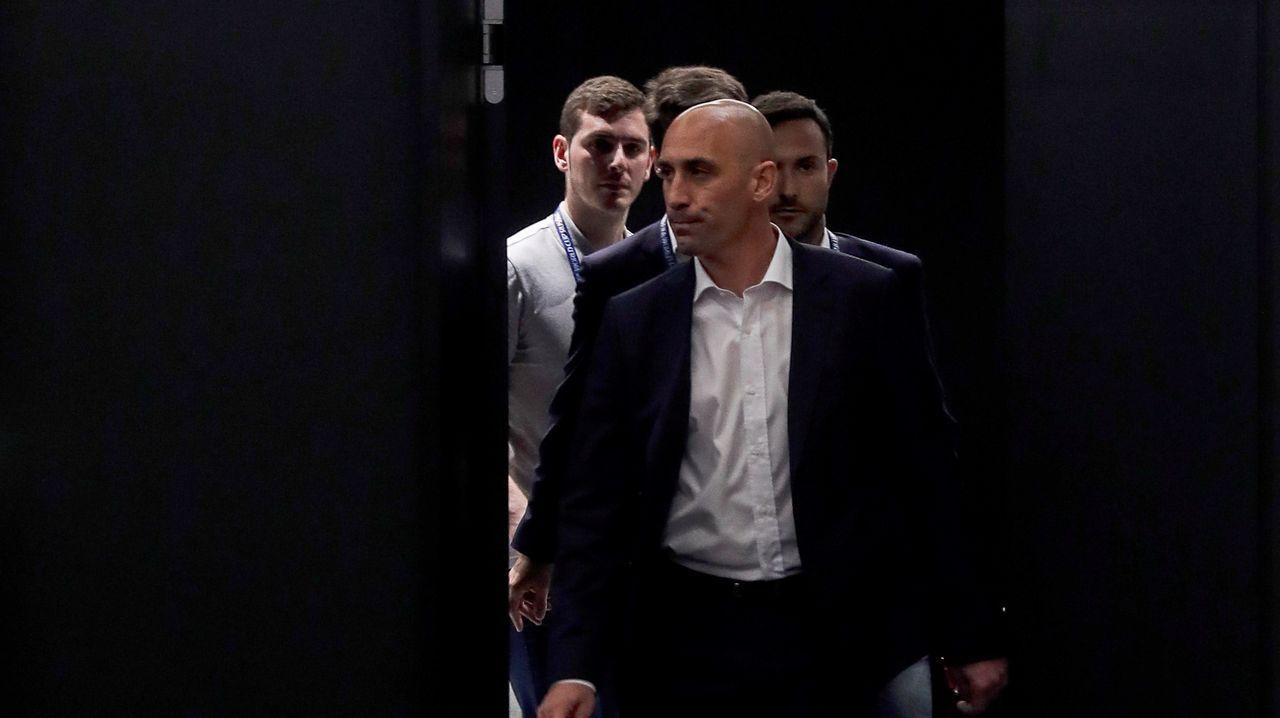 En directo: Lopetegui presentado como nuevo entrenador del Real Madrid.El presidente de ACS, Florentino Pérez