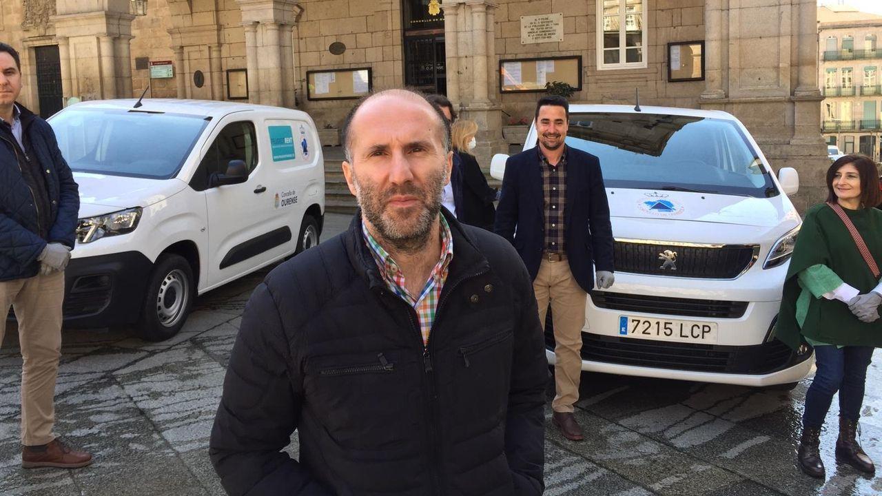 El alcalde de Ourense, Gonzalo Pérez Jácome, opina sobre la evolución del coronavirus.Un grupo de vecinos voluntarios, listos para colaborar en las tareas de desinfección de las calles de Seixalbo, en Ourense